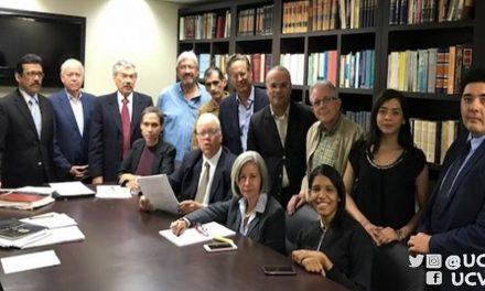 """Expertos pidieron a la nueva directiva de la AN declarar """"de facto"""" a Gobierno de Maduro"""