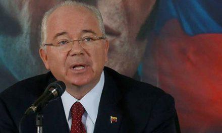 """""""El pueblo sufre la indolencia Maduro, lo del sabotaje es puro cuento"""": Rafael Ramírez"""