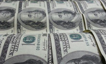 Precio del dólar paralelo sube 37% en febrero y cierra sobre los Bs 3.700