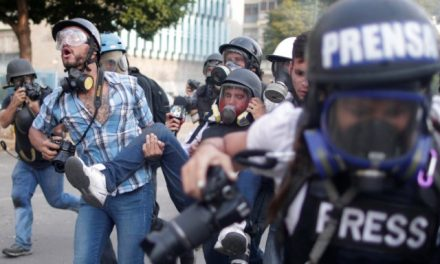 Al menos 10 periodistas fueron agredidos por los cuerpos de represión del régimen este #1Mayo.