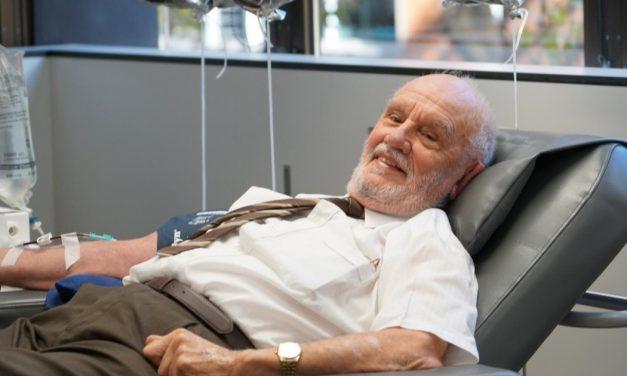 La increíble historia de James, quien donó sangre por más de 60 años