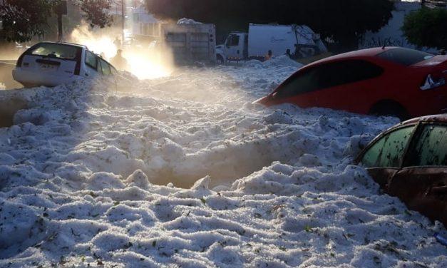 Guadalajara: La granizada que cubrió de hielo la capital en pleno verano