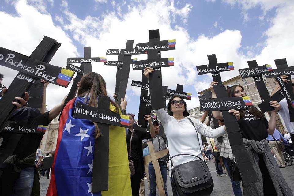 Padres de asesinados en protestas respaldan informe de Bachelet sobre violaciones a DDHH