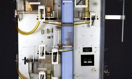 MONIAC fue una máquina genial, que calculaba sus resultados con agua