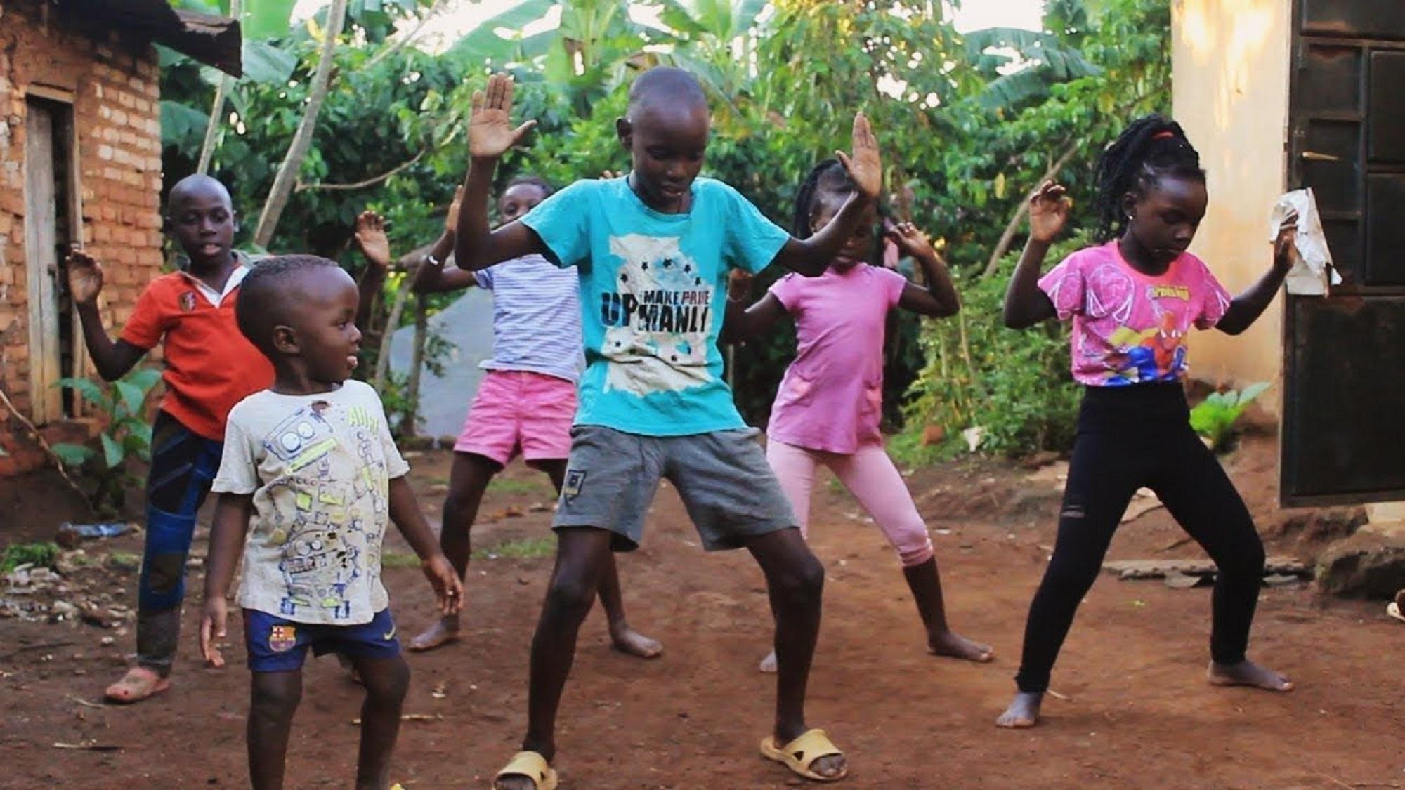 El Masaka Kids African Children´s nos contagia con el ritmo de Daddy Yankee