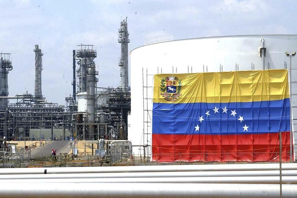 Exportaciones petroleras de Venezuela cayeron a su nivel más bajo en 69 años