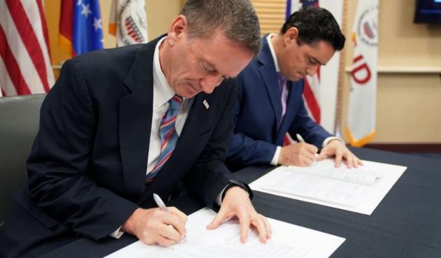 EEUU va con todo: firmó «acuerdo histórico» para «recuperar a Venezuela»