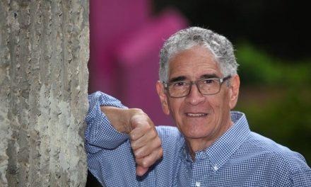 Tuiteros homenajearon a Guillermo Carrasco por su trayectoria artística
