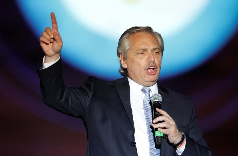 Argentina lanza plan para salir de su peor crisis desde 2001