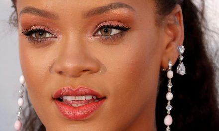 Rihanna hace una broma a sus seguidores en sus redes