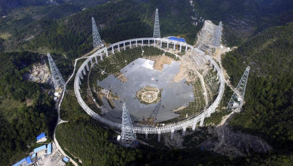 El radiotelescopio más grande del mundo es puesto en marcha por China