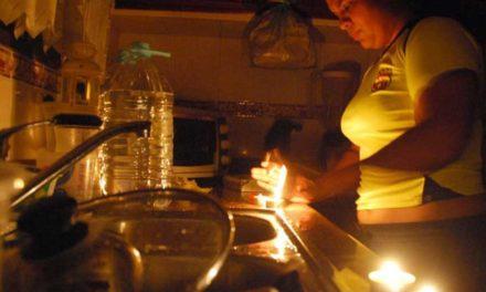 Apagones y escasez de gasolina acrecientan ansiedad en los caraqueños