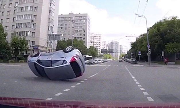 Antes que te digan que hay carros que chocan con la nada