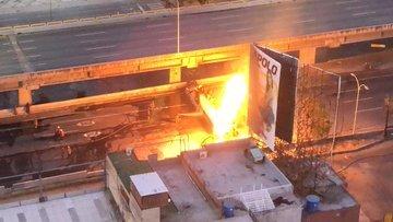 Gandola se incendió en la autopista Francisco Fajardo