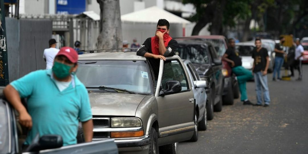 Venezuela y sus paradojas: Los obreros no podrán comprar gasolina