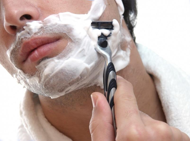 Conozca por qué se deterioran tan rápido las hojillas de afeitar