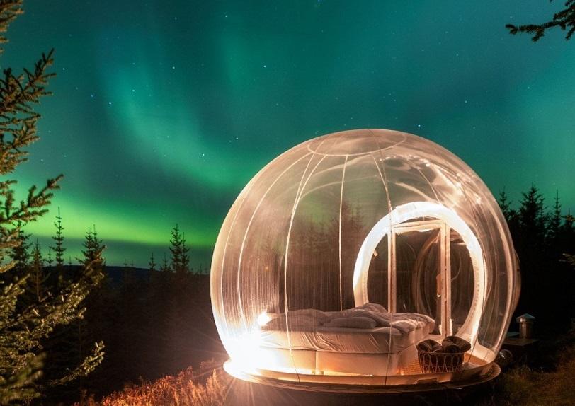 Si vas a Islandia, puedes dormir en una burbuja y ver las auroras boreales