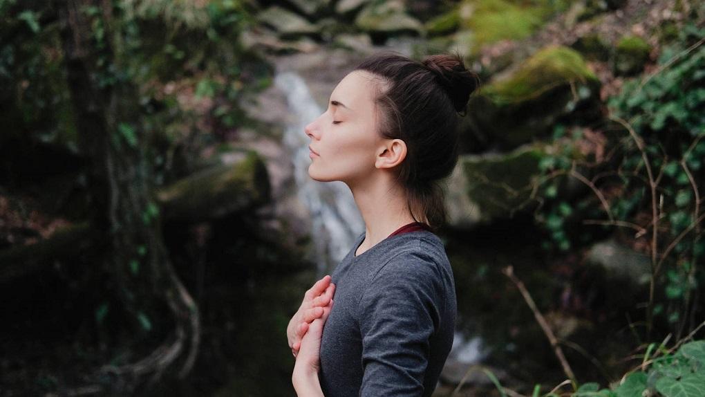 Aprende a respirar más despacio y benefíciate de este ancestral recurso