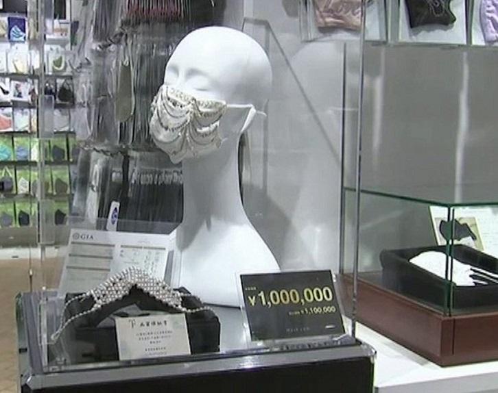 Japón : El último grito de la moda, mascarillas de Swarovski y diamantes