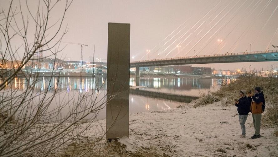 Polonia: aparece un nuevo monolito misterioso a orillas del río Vístula
