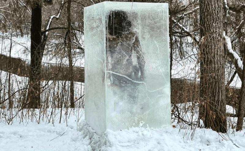 Zug Zug, el cavernícola congelado que apareció en parque de Minneapolis