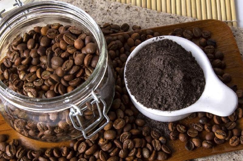 Gran error, no la botes, aprovecha al máximo la borra de café