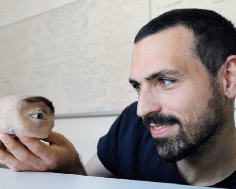 Investigador francés crea una cámara web con aspecto de ojo humano