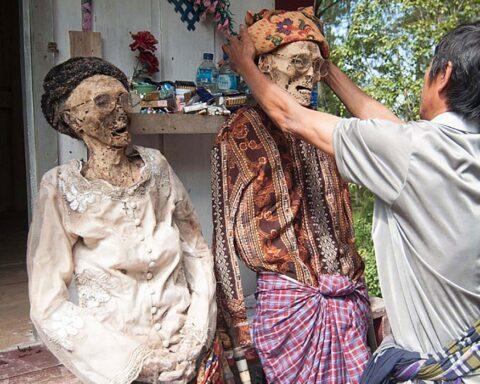 Sulawesi el pueblo donde los muertos conviven entre los vivos