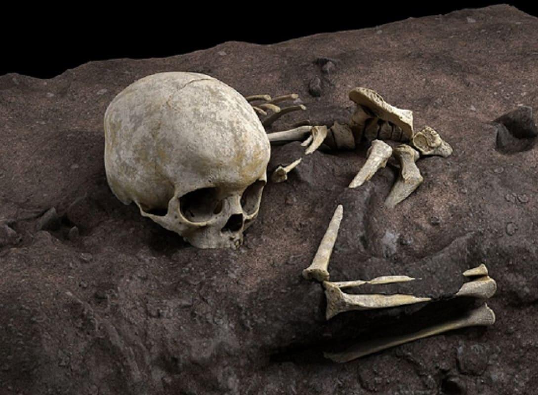 Hallan en África el más antiguo sepulcro de un niño