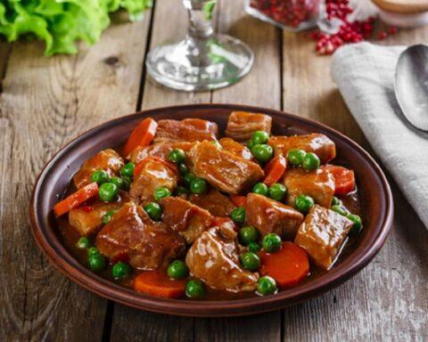 Prepara esta sabrosa carne a la jardinera en minutos