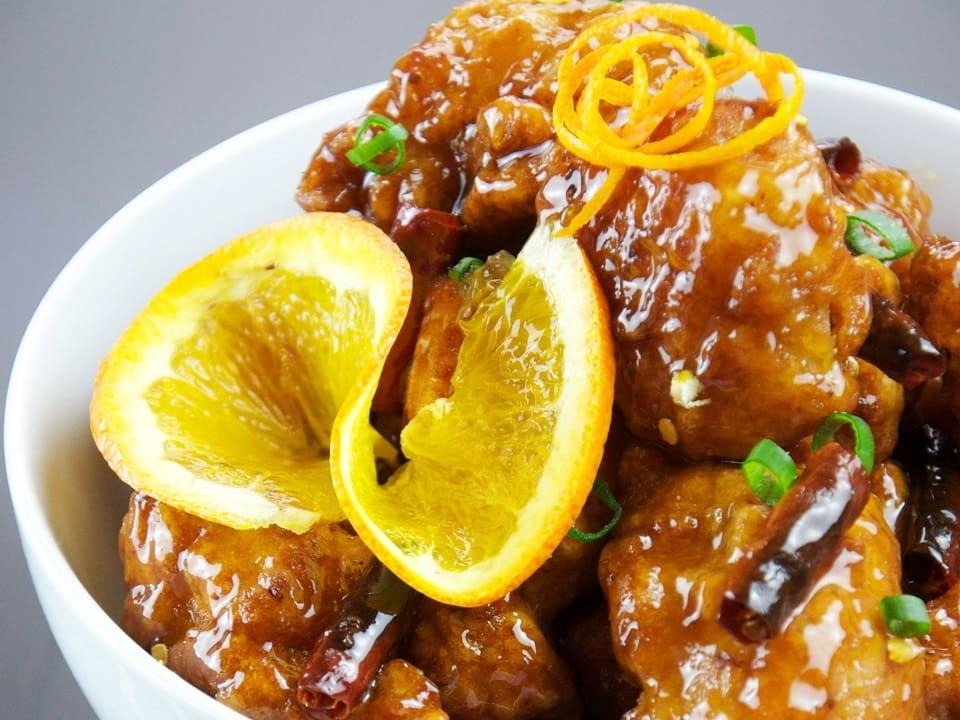 Deleita tu paladar con estas pechugas de pollo en salsa de cítricos