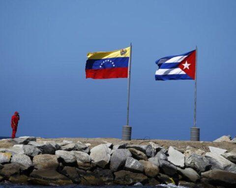 Saquen las manos de Venezuela José Toro Hardy