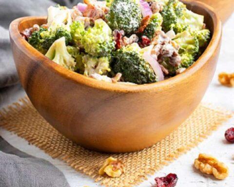 Ensalada César de brócoli, deliciosa y saludable receta