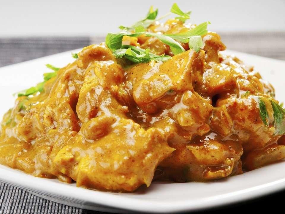 Cocina este delicioso pollo al curry, una receta fácil y rápida de preparar