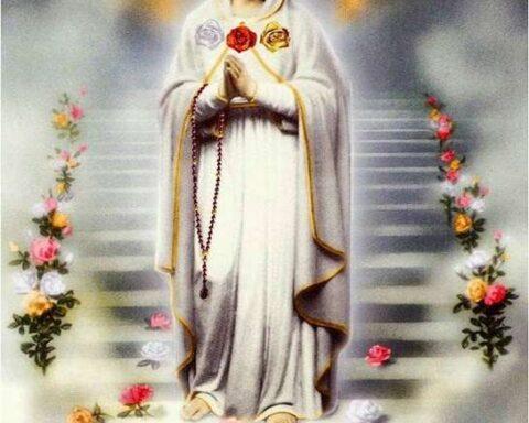 El día de María, La Rosa Mística: una tradición mundial