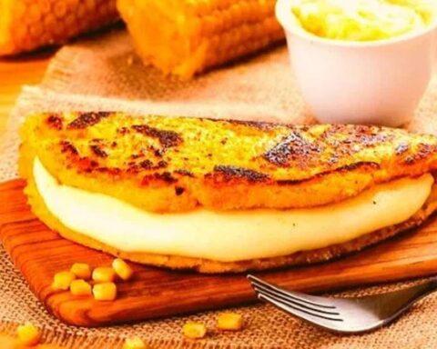 Irresistibles cachapas con queso, criollitas y muy fáciles de preparar