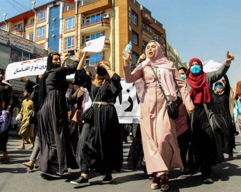 Talibanes incumplen promesas DD. HH.