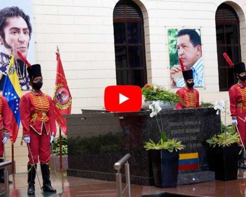 Luisito Comunica visita tumba Chávez