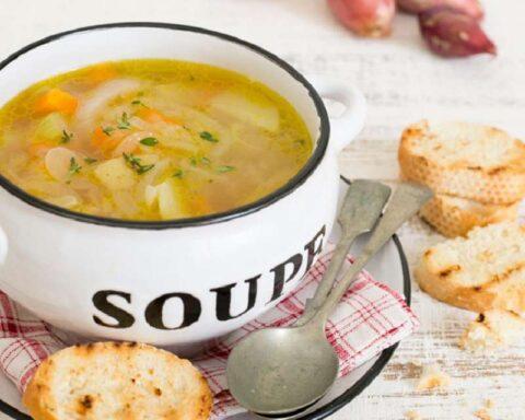 Sopa de calabacín: suculenta receta para una cena saludable y ligera